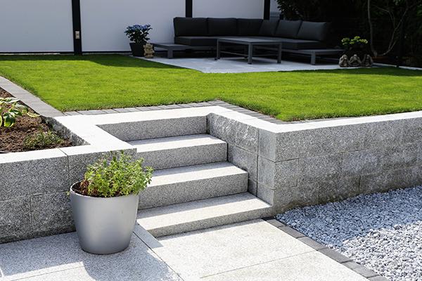 Außenanlage Granit Treppe Kies Bauunternehmen Kallert Bau Stuttgart